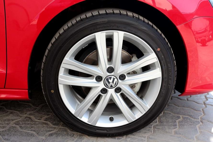 Volkswagen JETTA 2.5L SEL- CERTIFIED PRE-OWNED -WARRANTY UNTIL 2022- FULL OPTIONS - 2015