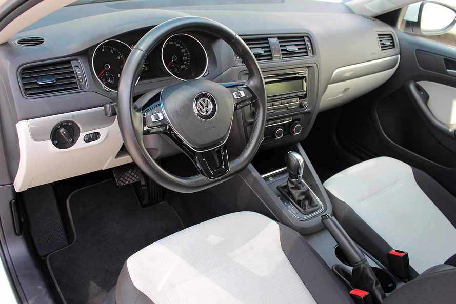 Volkswagen JETTA 2.0L S FACELIFT- CERTIFIED PRE-OWNED -WARRANTY UNTIL 2021 - - 2015