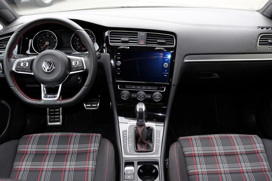 Volkswagen GOLF GTI 2.0L 2 DOOR SEL -LOW MILEAGE- SPORT- CERTIFIED PRE-OWNED- WARRANTY UNTIL 2023 - 2017