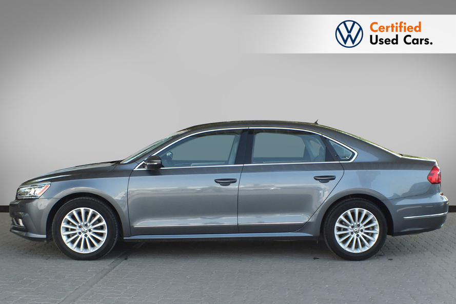 Volkswagen Passat 2.5 SEL Leather Seats  Moon Roof - 2016