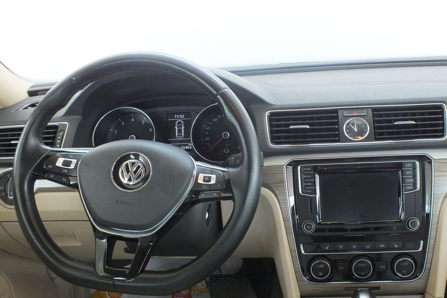 Volkswagen Passat 2.5 SEL Fabric Seats Moon Roof - 2017