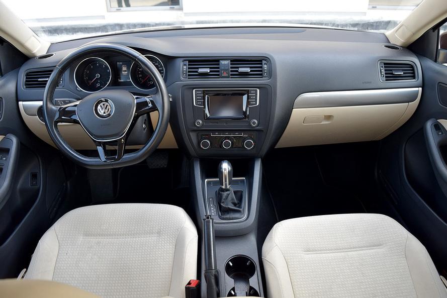 Volkswagen Jetta 2.0 l TSI 85 kW (115 PS) 6-speed automatic transmission - 2017