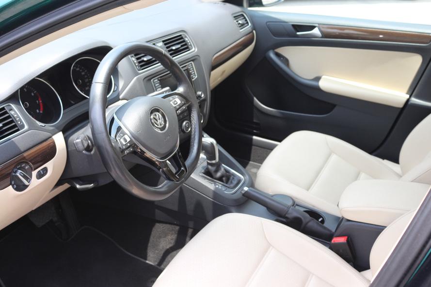 Volkswagen JETTA SEL COMFORTLINE FACELIFT 2.5L - CERTIFIED PRE-OWNED -WARRANTY UNTIL 2023 - 2017