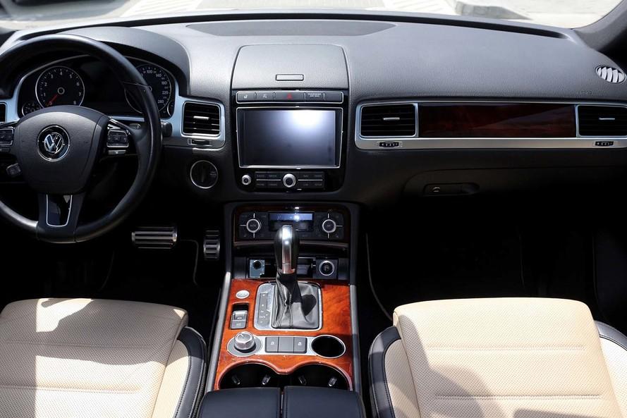 Volkswagen TOUAREG R LINE FACELIFT 3.6L - CERTIFIED PRE-OWNED - WARRANTY UNTIL 2020 - 2015
