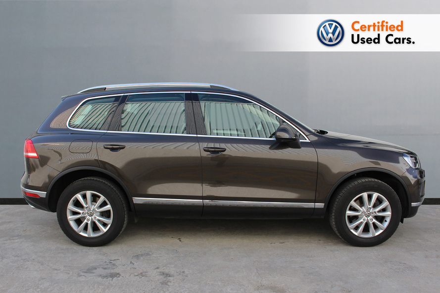 Volkswagen Touareg with Navigation - 2018