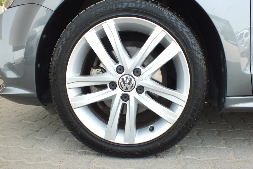 Volkswagen Jetta . 2.0 SE Cruise Control, Alloy Wheels 6-speed automatic transmission - 2016