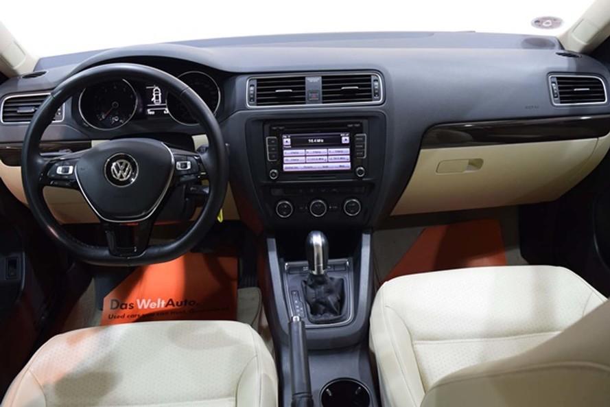 Volkswagen Jetta SE - 2016